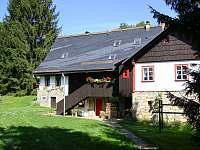 pohled na chalupu ze zahrady - ubytování Bartošovice v Orlických horách