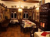 prostory restaurace s kamny - pronájem chalupy Bartošovice v Orlických horách