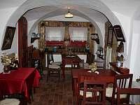 salonek, který spojuje restauraci a ubytovací část - chalupa k pronajmutí Bartošovice v Orlických horách