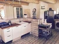 kuchyňská linka - chata ubytování Anenská Studánka - Helvíkov