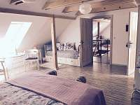 ložnice podkroví - chata k pronajmutí Anenská Studánka - Helvíkov