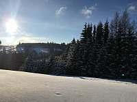 Výhled z terasy z přízemí - apartmán k pronajmutí Říčky v Orlických horách