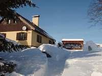 chata v zimně