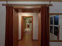 pohled ze zádveří do apartmánu - pronájem České Petrovice