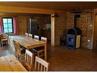 společenská místnost s kuchyní - chalupa k pronájmu Olešnice v Orlických horách