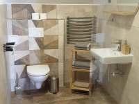 koupelna v bílém apartmánu - ubytování Králíky - Horní Lipka