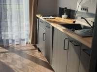 kuchyň v černém apartmánu - k pronájmu Králíky - Horní Lipka