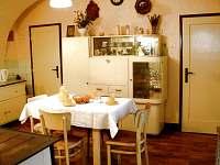 Jídelna s kuchyňským koutem - chalupa k pronájmu Rokytnice v Orlických horách