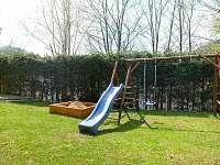 Dětské hřiště - pronájem vily Pastviny