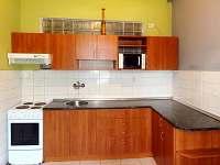 Kuchyně - pronájem vily Pastviny