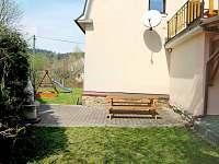 Posezení u grilu - vila ubytování Pastviny