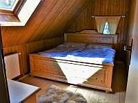 třetí ložnice - horní patro - pronájem chalupy Sněžné