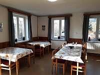 Jídelní část společenské místnosti - chalupa k pronájmu Olešnice v Orlických horách
