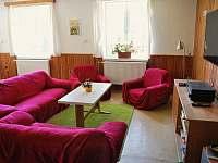 Obývací část s novou TV, hifi system - chalupa ubytování Olešnice v Orlických horách