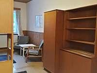 úložné prostory na pokojích - chalupa k pronajmutí Olešnice v Orlických horách