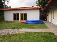 zimní zahrada s grilem, venkovní bazén - chalupa ubytování Pěčín