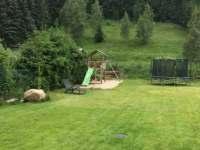 trampolína a skluzavky - chalupa ubytování Olešnice v Orlických horách