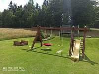 U Krejčích dětské hřiště - rekreační dům k pronajmutí Deštné v Orlických horách