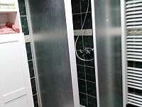 Sprchový kout - chalupa k pronájmu Výprachtice
