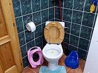 WC - chalupa k pronajmutí Výprachtice
