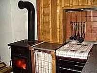 pohled do kuchyně II - pronájem chalupy Dolní Hedeč