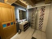 Koupelna dole - pronájem chalupy Červená Voda