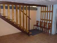Vstupní hala, schodiště do 1. patra