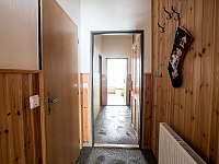 chodba 1. a 2. apartmánu - chalupa k pronajmutí Čenkovice