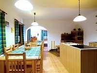 kuchyně sezení - chalupa ubytování Bartošovice v Orlických Horách - Nová Ves