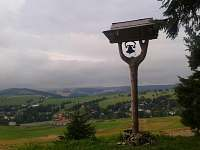 """Výhled od """"Zvoničky"""" pod Bukovou horou na chatovou oblast"""