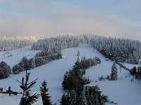 Výhled z terasy na Bukovou horu a sjezdovky - chata k pronájmu Čenkovice