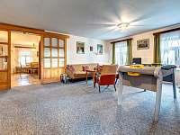 Společ. místnost a jídelna - apartmán k pronajmutí Kunvald