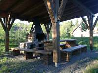 Přístřešek s krbem - apartmán ubytování Říčky v Orlických horách