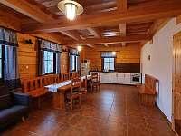 Společenská místnost - chalupa k pronajmutí Dolní Morava