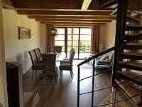 Jídelna - pohled z kuchyně - pronájem apartmánu Říčky v Orlických horách