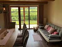 Jídelna s odpočinkovým koutem - apartmán k pronajmutí Říčky v Orlických horách