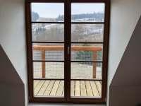Výhled z horního dubového pokoje s terasou - apartmán k pronajmutí Říčky v Orlických horách
