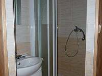 Koupelnový kout v každé ložnici - chata k pronájmu Čenkovice