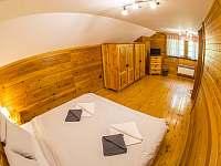 malý pokoj v podkroví - chalupa k pronájmu Kunvald