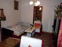 Obýváček možnost rozložení gauče, spaní pro 2