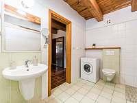 Zelená koupelna s wc - Nekoř
