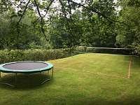 Hřiště s trampolínou