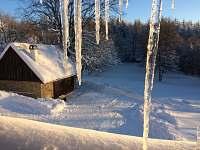 Pohled na stodolu z podkroví