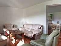 Obývací pokoj - západní apartmán - chata k pronájmu Červená Voda