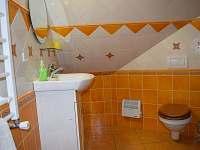 A ještě jedna koupelna v podkroví - chalupa k pronájmu Ohnišov