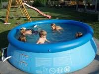 Bazén na zahradě - chalupa k pronájmu Ohnišov