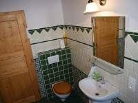 Stylová koupelna se saunou v přízemí - chalupa k pronajmutí Ohnišov