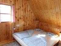 Podkrovní pokoj 1   ...3 pevná lůžka a dětská postýlka