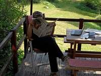 Siesta a pak znovu práce na terase