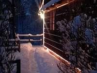 Sváteční osvětlení vytvoří atmosféru i při letním večerním posezení na terase...